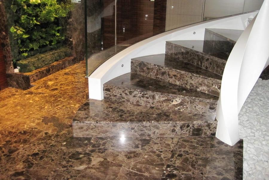 Облицовка мрамором лестницы - преимущества